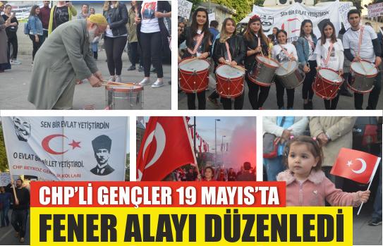 CHP'li Gençler 19 Mayıs'ta Fener Alayı Düzenledi