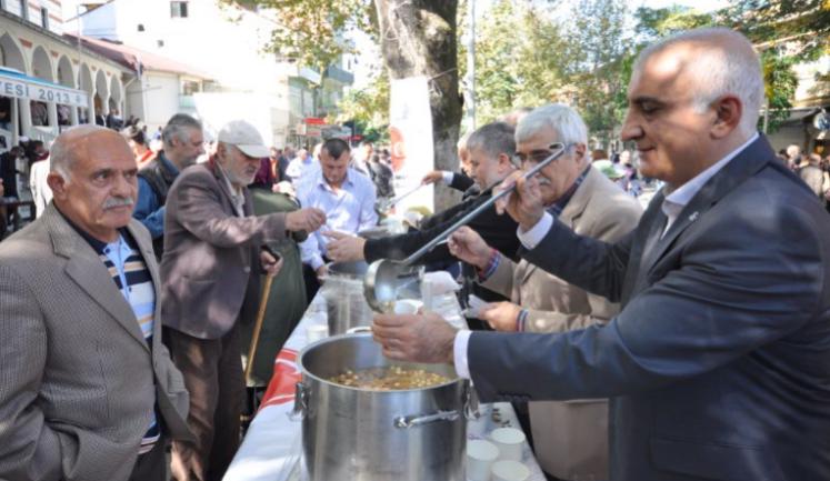 MHP Beykoz Paşabahçe'de Aşure Dağıttı