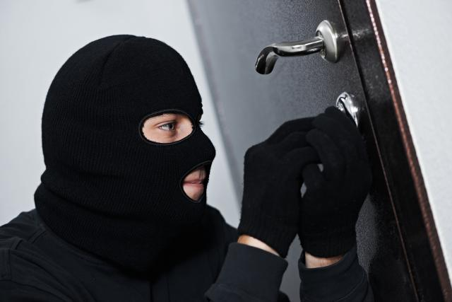 Kavacık'ta Hırsızlar Kameraya Yakalandı