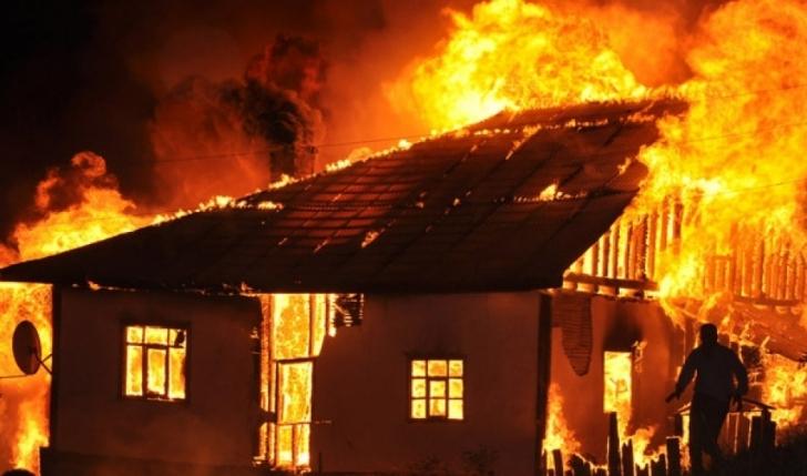 Tokatköy'de Ahşap Ev Çıra Gibi Yandı
