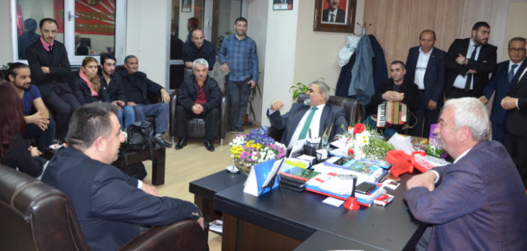 Artvinliler Yöresel Müzikleriyle CHP Beykoz'u Ziyaret Etti