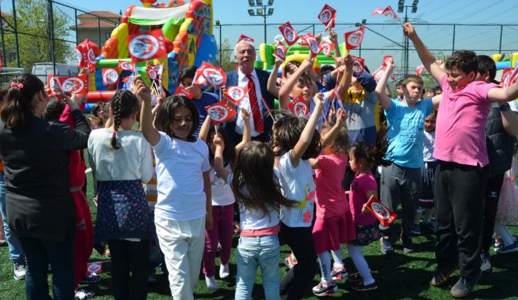 Aydın Düzgün'e 23 Nisan'da Çocuklardan Sevgi Seli