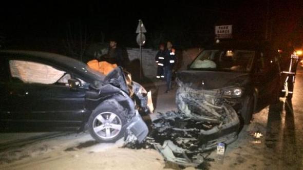 Beykoz'da İki Otomobil Kafa Kafaya Çarpıştı: 1 Ölü, 3 Yaralı