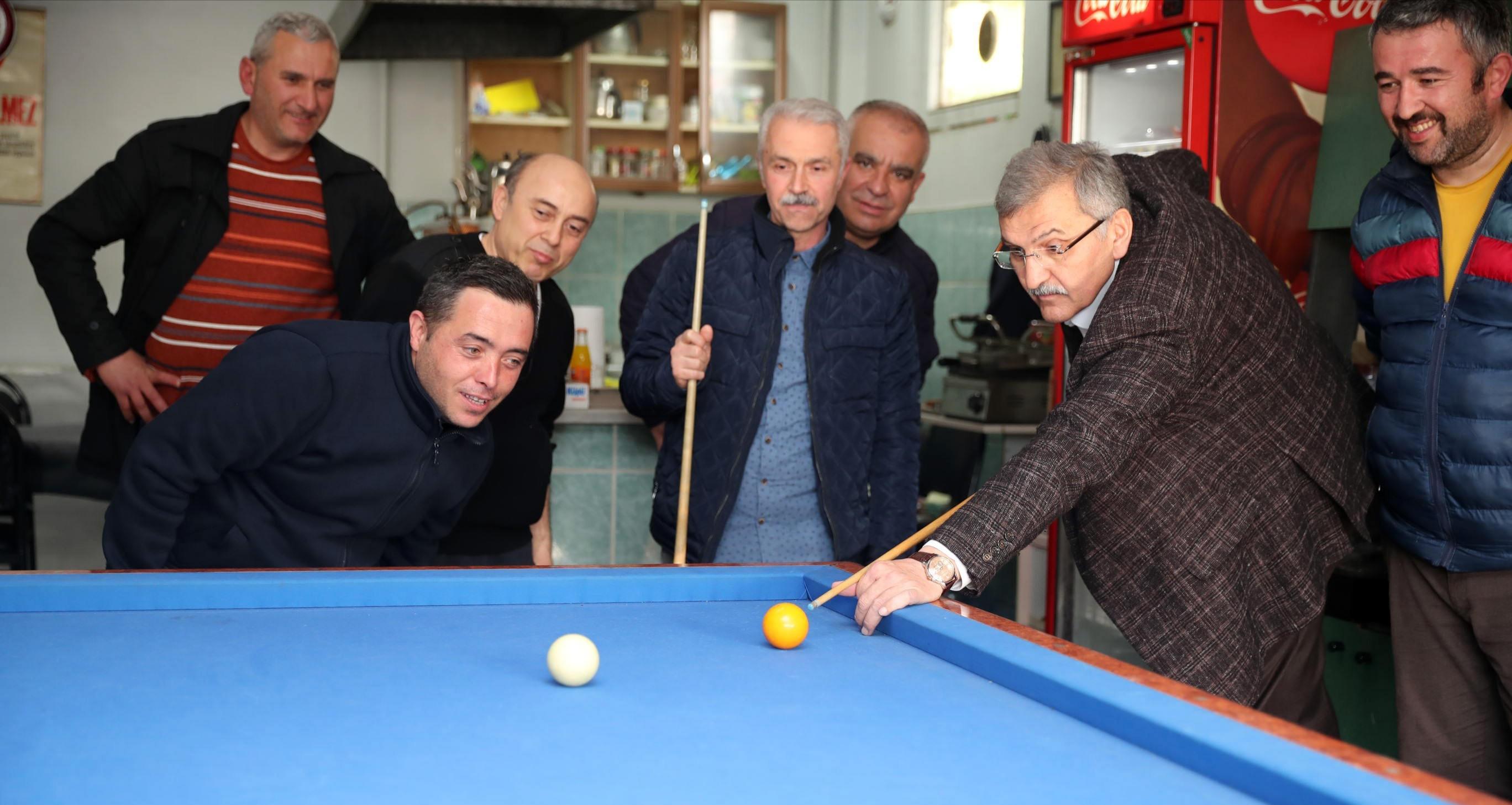 Murat Aydın Kahvehanede Istakayı Eline Alıp Bilardo Oynadı
