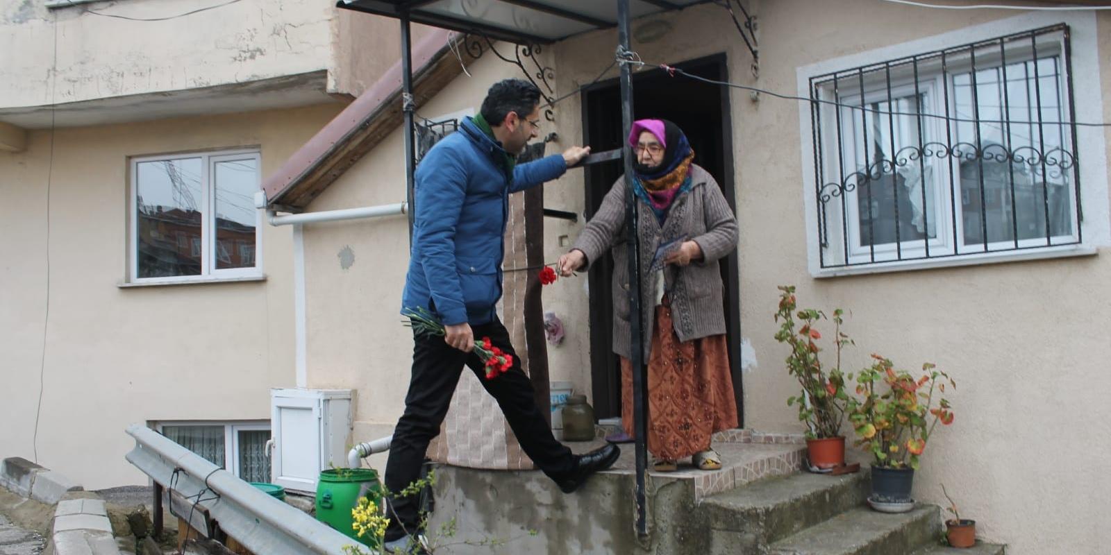 Kaşıtoğlu, Soğuksu Halkına Karanfil Uzattı