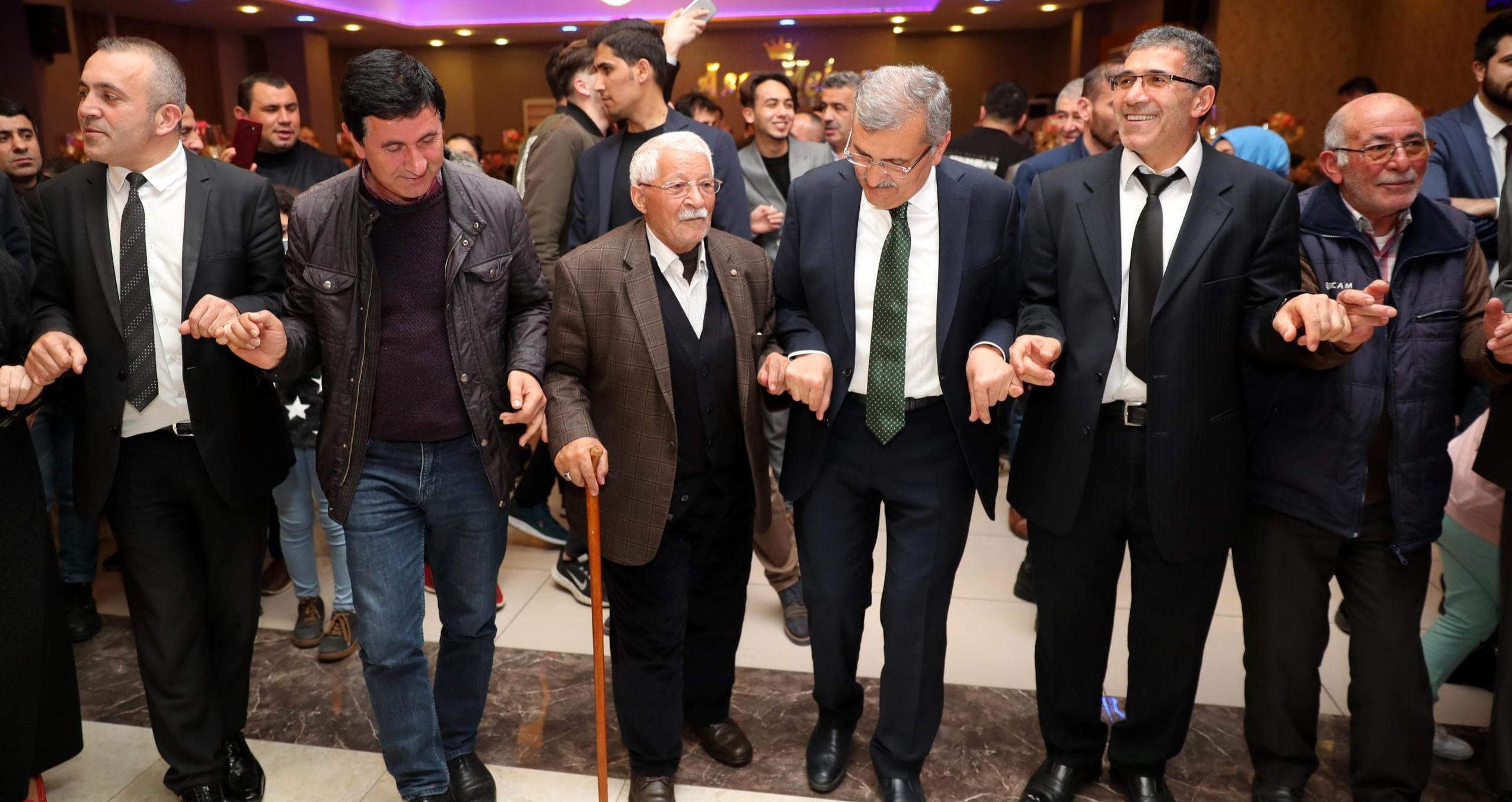 Murat Aydın Ardahanlılar İle Halay Çekti