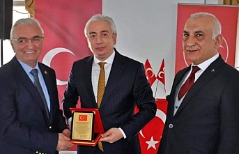 MHP Beykoz İlçe Başkanlığı'ndan salgının gizli kahramanlarına teşekkür plaketi!