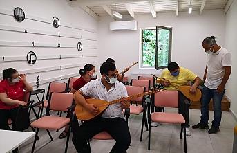 Engelleri AKDEM'de Müzikle Aşıyorlar