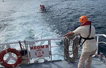 Beykoz açıklarında korku dolu dakikalar: Dalgalara kapılan tekne sürüklendi
