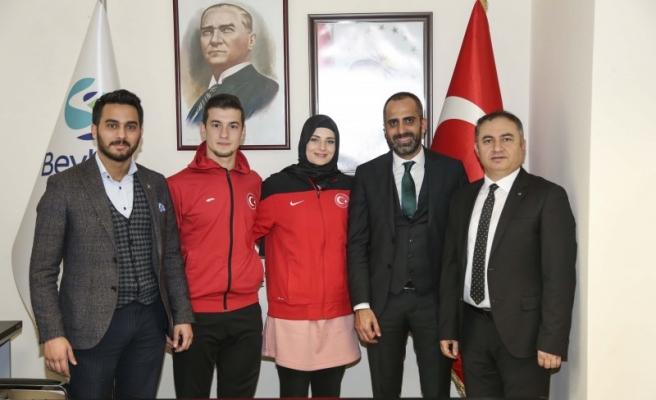 Şampiyon Karateciler Beykoz Belediyesi'ni Ziyaret Etti