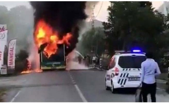 Beykoz'da Çıkan Yangın Bir Otobüsü Kullanılamaz Hale Getirdi...