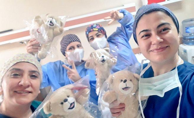 Kızılay, sağlık çalışanlarının çocuklarını unutmadı