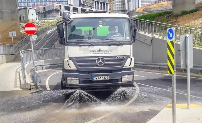 Beykoz'da 8 arazözle 80 cadde temizlendi