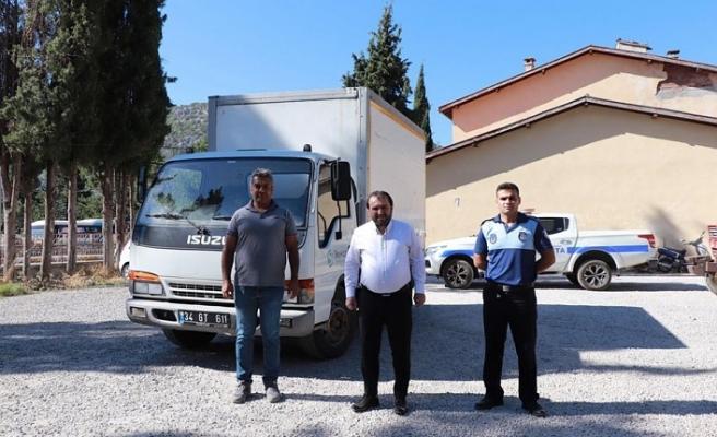 Beykoz Belediyesi'nden Akseki Belediyesi'ne kamyonet hibe edildi
