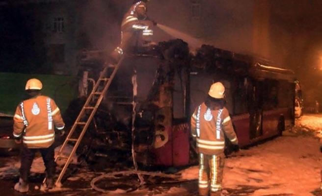 Beykoz'da özel halk otobüsü alev alev yandı