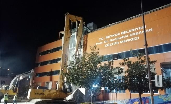 Prof.Dr. Necmettin Erbakan Kültür Merkezi yıkılıyor