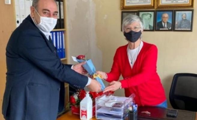İYİ Parti Beykoz İlçe Başkanlığı, 8 Mart Dünya Kadınlar Günü'nü kadın üyelerini ziyaret ederek kutladı