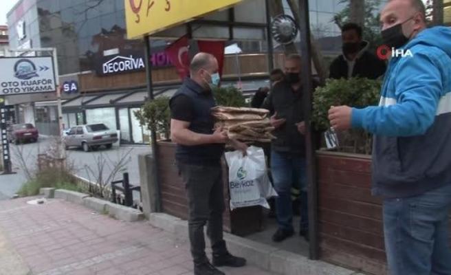 Beykoz'da taksici esnafı iftarda yalnız kalmadı, sıcak yemekler dağıtıldı