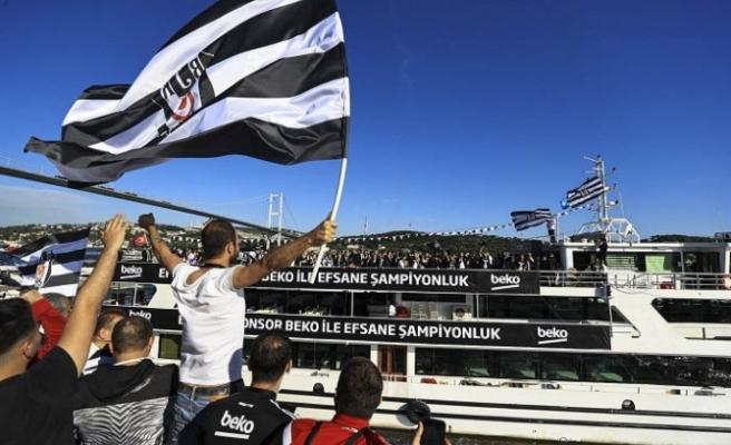 Beşiktaş taraftarı şampiyonluğu Beykoz'da kutluyor