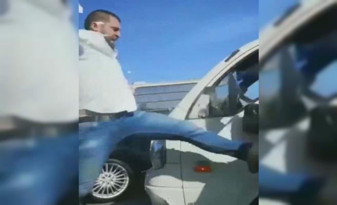 Beykoz'da yol vermeyen sürücüyü dövdü