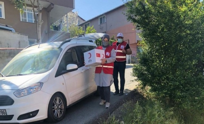 Kızılay gönüllüleri Beykoz'un her sokağında