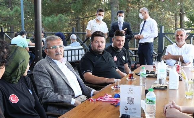 Başkan Murat Aydın Milli Taekwondocuları Yemekte Ağırladı
