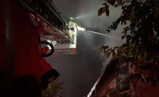 Beykoz'da yangın! Cam atölyesi küle döndü