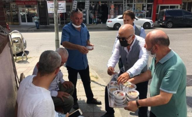 Milliyetçi Hareket Partisi Beykoz İlçe Başkanlığı Beykoz'un esnaflarına aşure ikramında bulundu