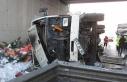 Beykoz'da kaza; meyve suyu yüklü kamyon devrildi