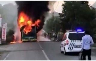 Beykoz'da Çıkan Yangın Bir Otobüsü Kullanılamaz...