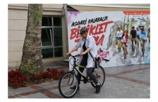 Belediye Meydanı'nda Temel Bisiklet Eğitimleri...