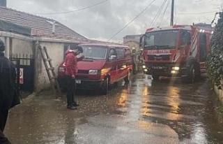 Beykoz'da binanın çatısına yıldırım düştü