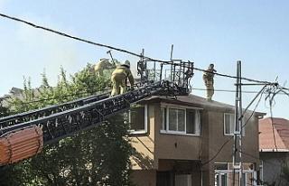 Beykoz'da bir binanın çatısında çıkan yangın...