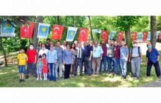 İYİ Parti Beykoz'da kahvaltı programlarına...