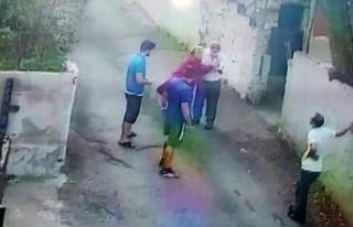 Beykoz'da sokak köpeğini besleyen hayvansevere...