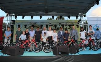 337 Çocuğa Namaz Sevgisi ve Bisiklet Hediyesi