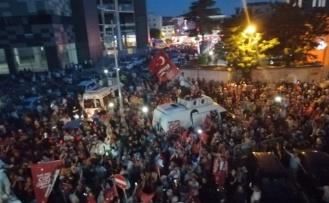 Beykoz'da Yer Yerinden Oynadı! İşte Kutlamalardan Görüntüler...