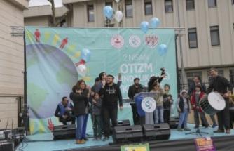 Mavi Balonlar Otizmli Çocuklar İçin Uçtu