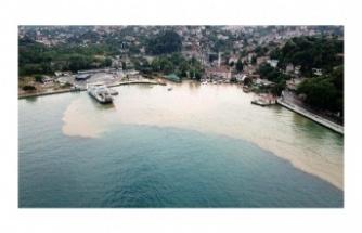 Beykoz'da yağmur sonrası İstanbul Boğazı'na çamurlu su aktı