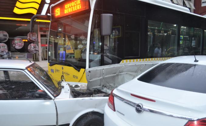 Ortaçeşme'de Trafik Kazası, Trafik Felç Oldu!