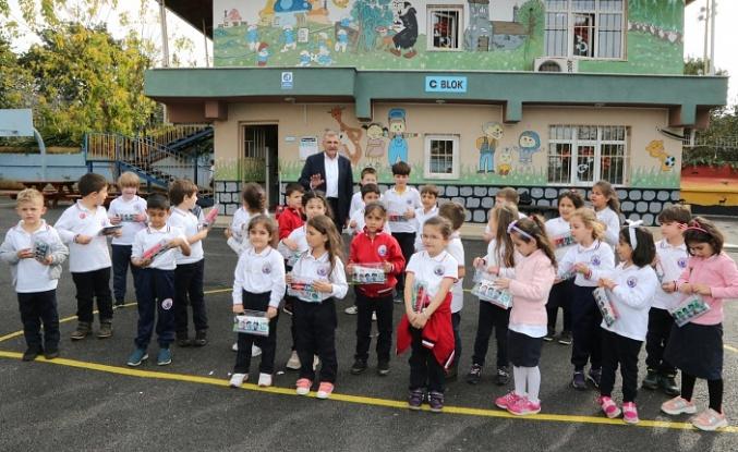 Her İlkokul Öğrencisine Ağız Bakım Seti Hediye
