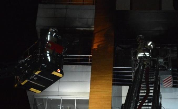 Beykoz'da 4 katlı binada korkutan yangın